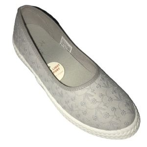 Danskin PRECIOUS Slip-on Embroidered Flat size 10